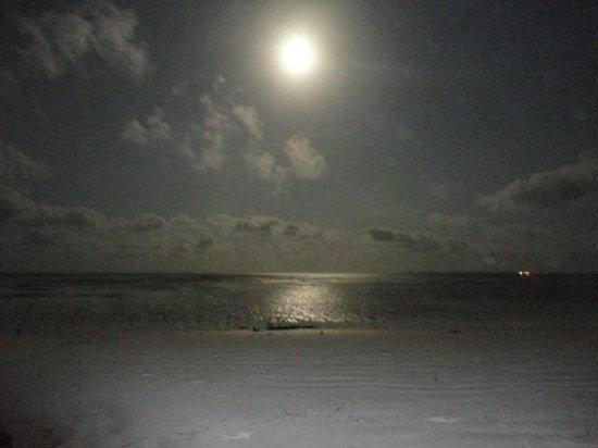 Samaki Lodge & Spa: la luna che risplende sulla sabbia bianca