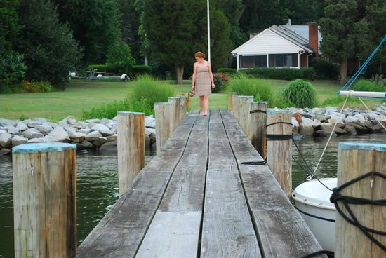 Point Breeze Bed & Breakfast: dock & screened porch