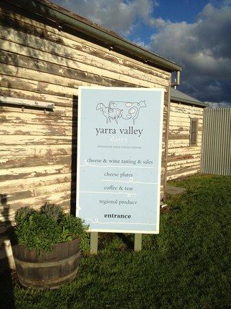 Wild Wombat Winery Tours: wonderful cheeses!