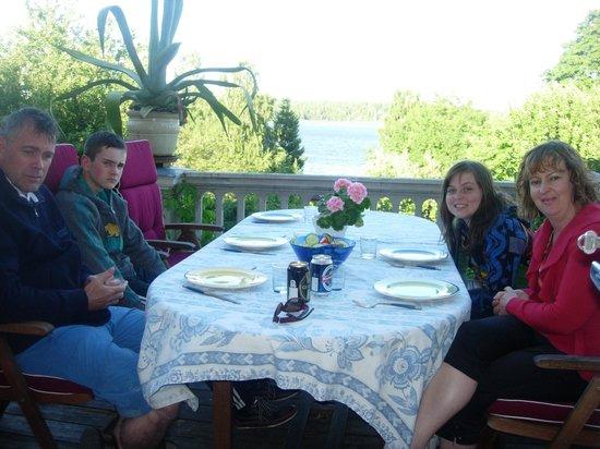 Malby Sateri B&B: Dinner on the veranda