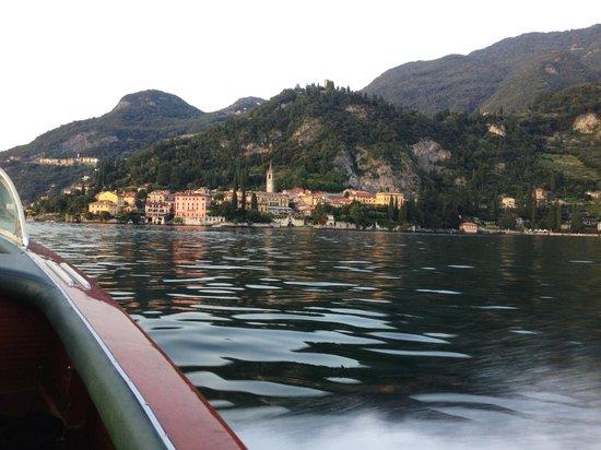 Pescallo Apartments: boating to Varenna