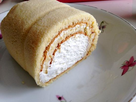 Lausanne: 純正はちみつロールケーキ