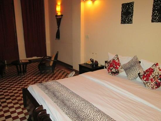 Kambuja Inn: chambre spacieuse et propre