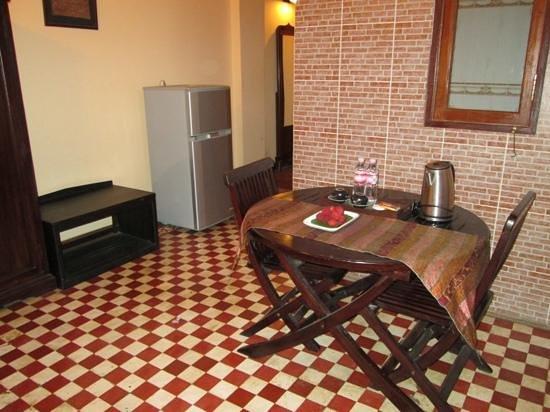 Kambuja Inn: petit salon dans la chambre