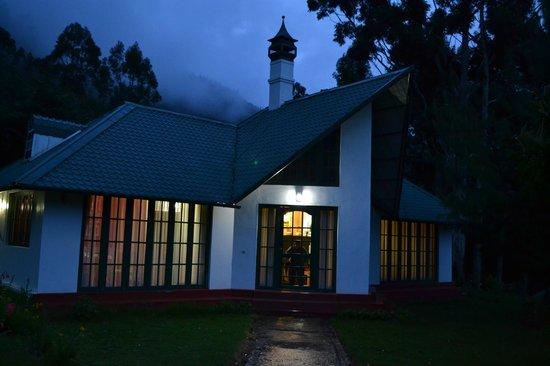 Camp Noel: Our cottage at dusk