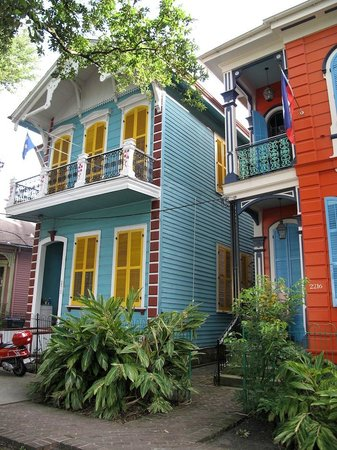 La Belle Esplanade: Exterior of the proprietor's house (blue) and B&B (red)