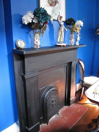 La Belle Esplanade: La France Suite fireplace