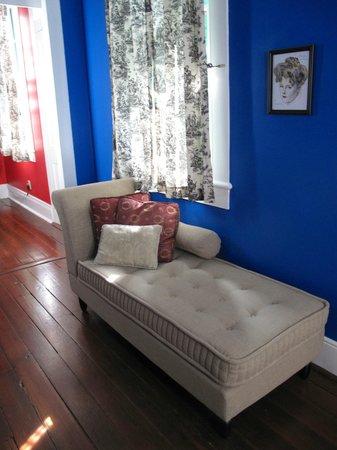 La Belle Esplanade : La France Suite living room