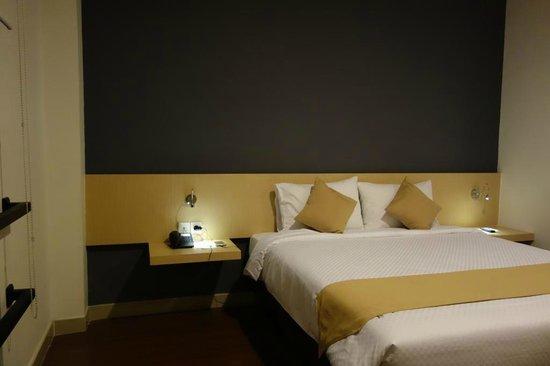 Hotel 88 Embong Kenongo : bed