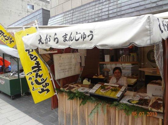 Morning Market in Wajima: バラ売りしてくれます。