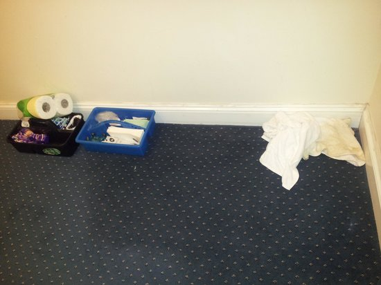 Moorhill House Hotel: Cleaner's mess on the landing