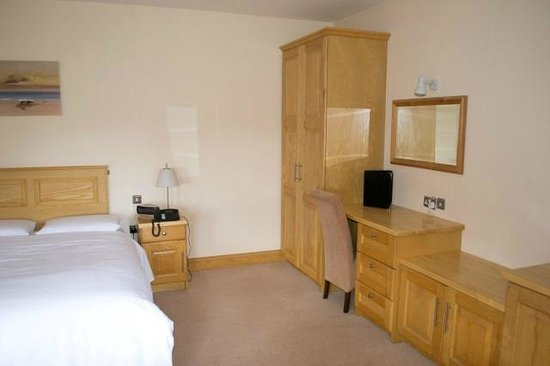 Clonamore House Hotel: Typical Bedroom form