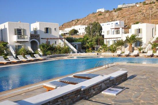Yialos Ios Hotel : Pool/Rooms