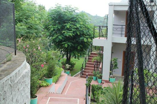 Aranya Village Hill Resort: Way to rooms
