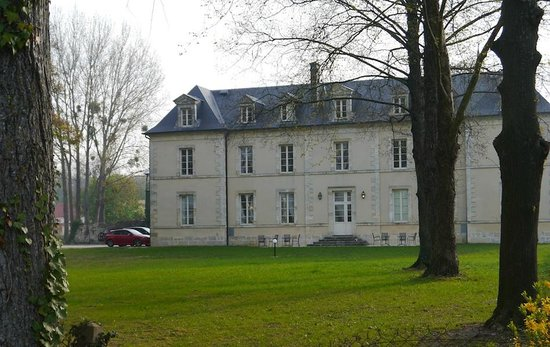 Chateau de Lazenay : A view from the lake