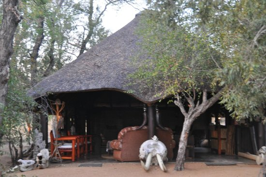Pungwe Bush Camp: main lodge