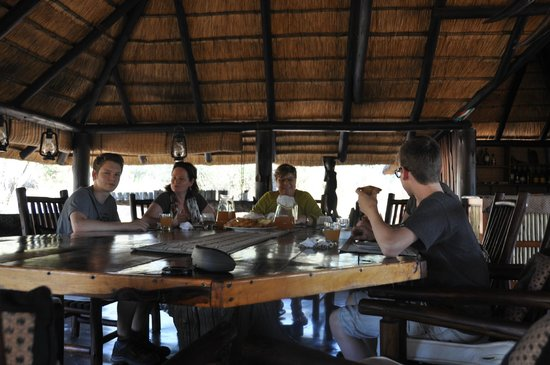 Pungwe Bush Camp: breakfast