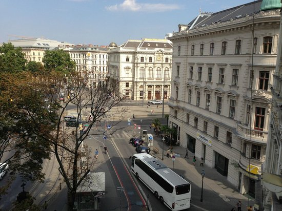 Junior suite w balcony view picture of hotel imperial for Tripadvisor vienna