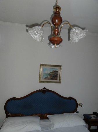 Hotel Giulio Cesare : habitacion