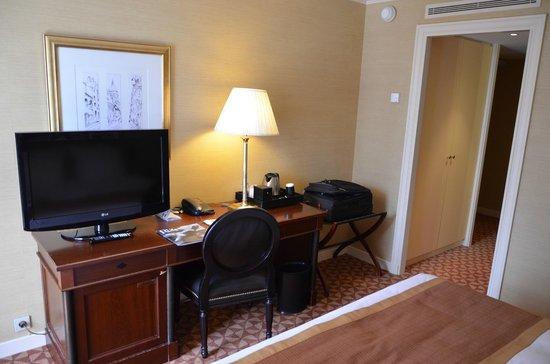 Renaissance Paris La Defense Hotel: room