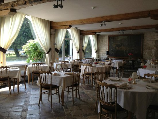 Le Chateau de Cocove : The restaurant which doubles as breakfast room.