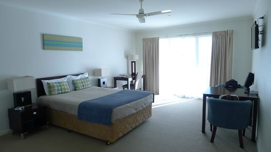 Noosa Heads Motel: queen size double room