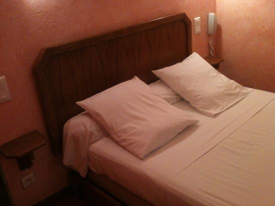 Hôtel de la Paix: mon lit