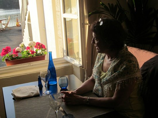 Mirabelle: Table at the window, looking on the lake. Romantic!