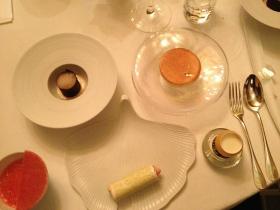 Chateau d'Adoménil : OUr six course dessert !