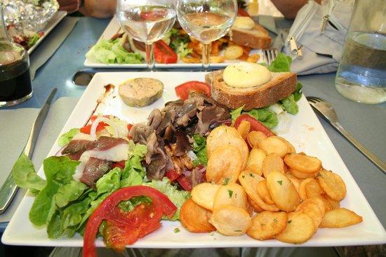 Assiette quercynoise photo de bar lapopie cafe for Four pour restaurant