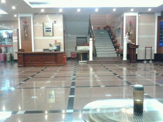 Riverside Hotel: hall
