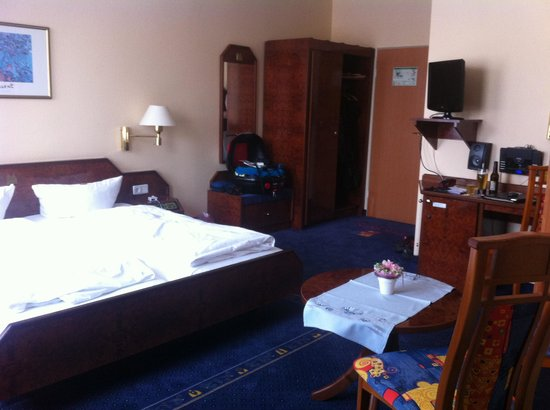 Phoenix Hotel Alter Speicher: Rommet sett fra badet