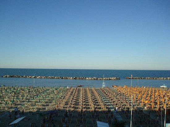 Hotel Villa Sole : Vista dal balcone fronte mare