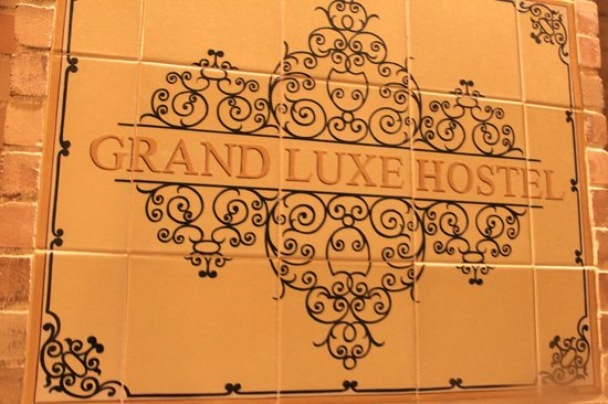 Grand Luxe Hostel : Placa do Hostel