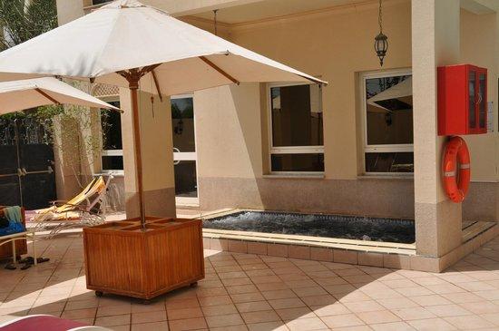 Mövenpick Hotel Doha: Pool Jacuzzi