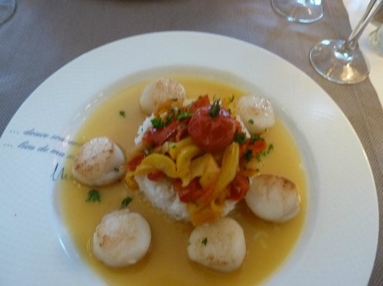 Hotel France et Chateaubriand: main course scallops