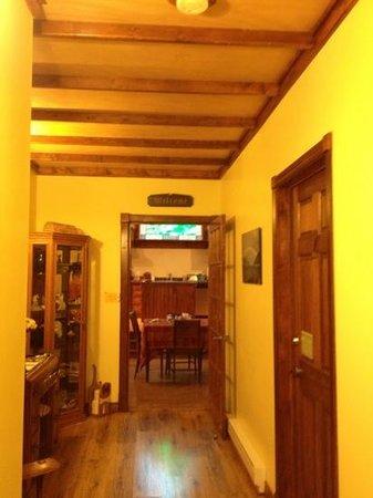 Cupid's Haven Bed & Breakfast: hallway