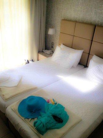 Phidias Hotel : Chambre twin