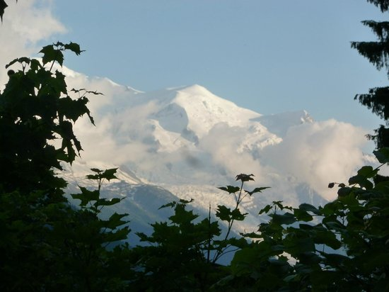 Hotel de La Couronne : View from side window to Mont blanc