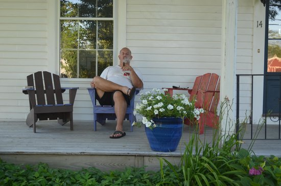Weskeag Inn - B&B at the Water : Relaxing on the front porch