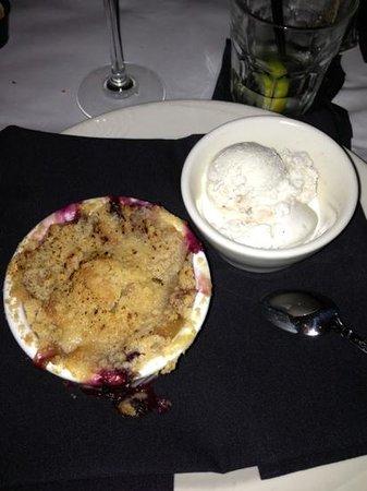 Moe's Restaurant: mixed berry dessert