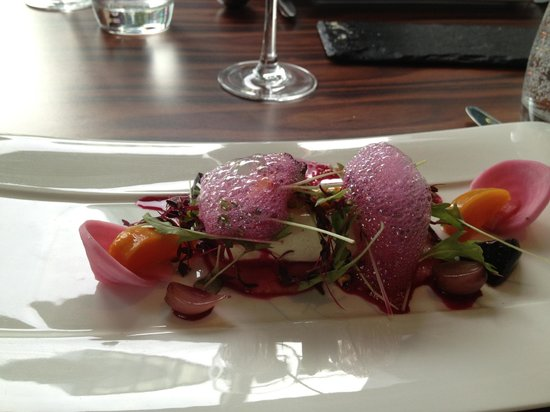 Damson Restaurant: Beetroot and goat's cheese starter