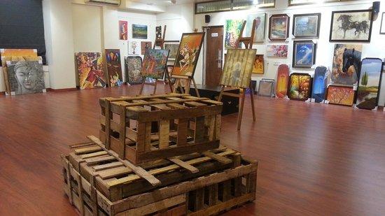 LeArtigiano Art Gallery: Art Gallery Setup