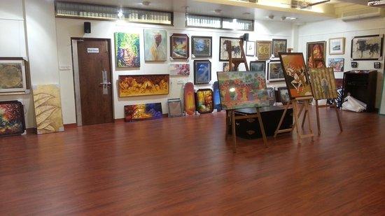LeArtigiano Art Gallery: Art Gallery before Inaugration