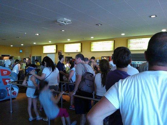 Territorio Dinópolis: Colas para comer, pero entre semana no esperas mas de 10-12 minutos