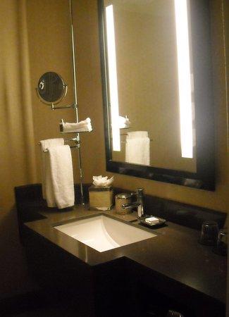 Sofitel Los Angeles at Beverly Hills: the bathroom