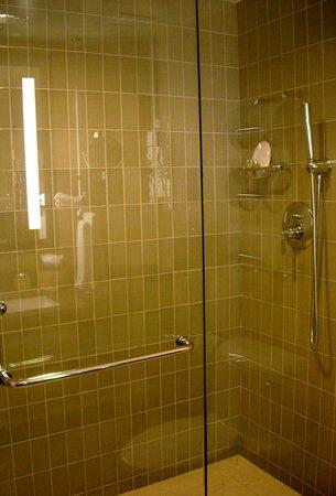 Sofitel Los Angeles at Beverly Hills: good shower