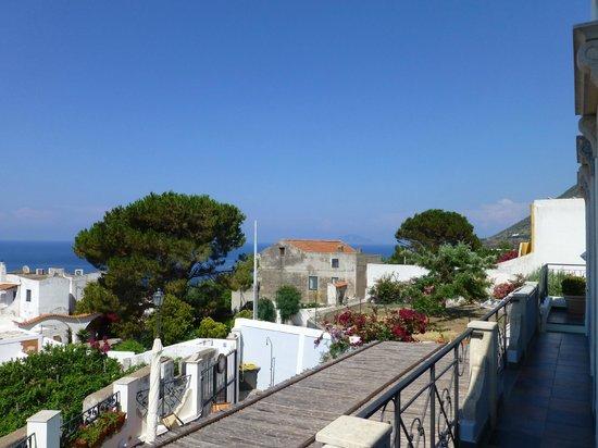 Turkiscu Room & Breakfast: Vue de la terrasse devant la chambre