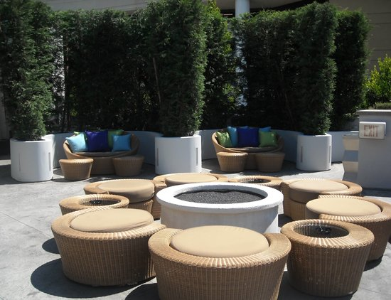 Sofitel Los Angeles at Beverly Hills: pool area