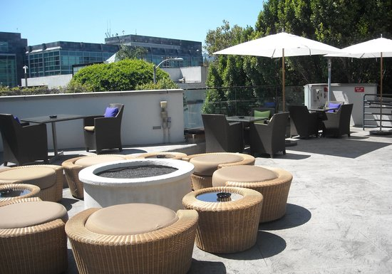 Sofitel Los Angeles at Beverly Hills: pool area is beautiful